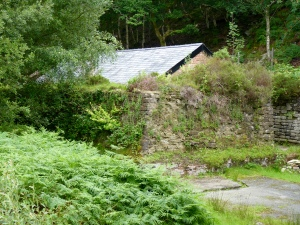Blast wall and building at Gwaith Powdwr